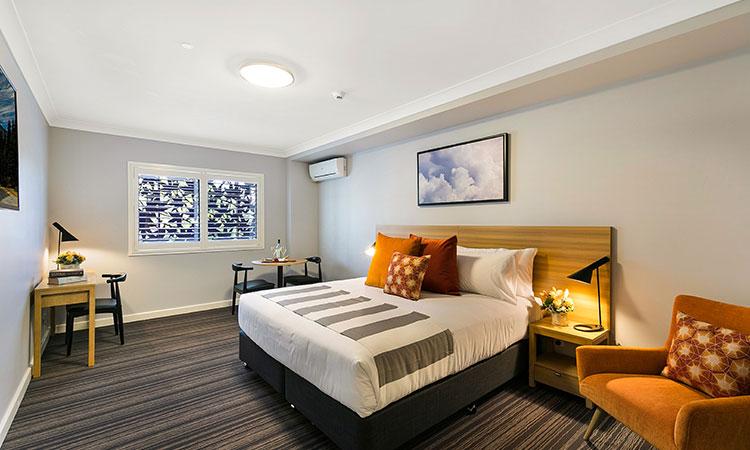 Potters Hotel bedroom